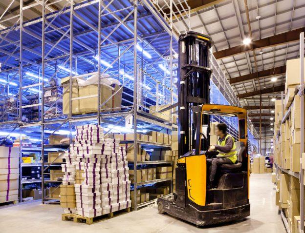 Conheça os principais tipos de galpão de armazenamento