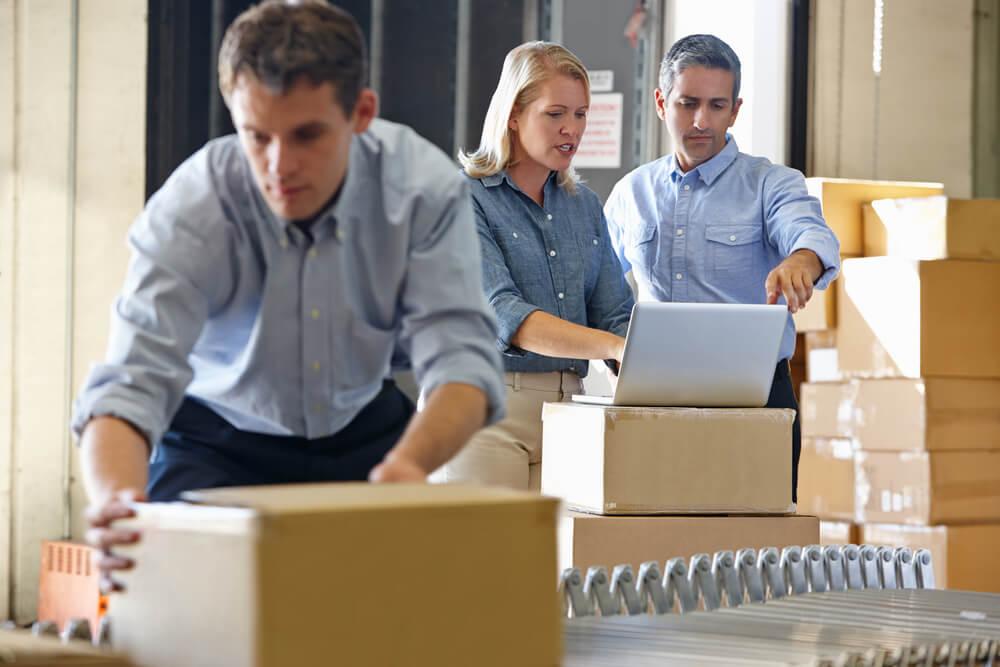 Logística de e-commerce: estoque próprio ou terceirizado?