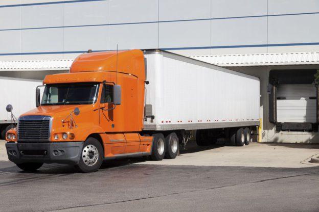 Qual é o papel do transporte na estratégica logística?